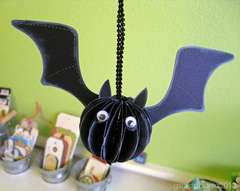 hanging bat *Sizzix Bigz Pop-up Bat Die*