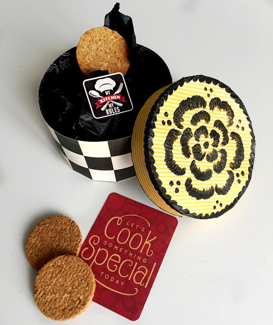 Kiss the Cook Cookie Box!