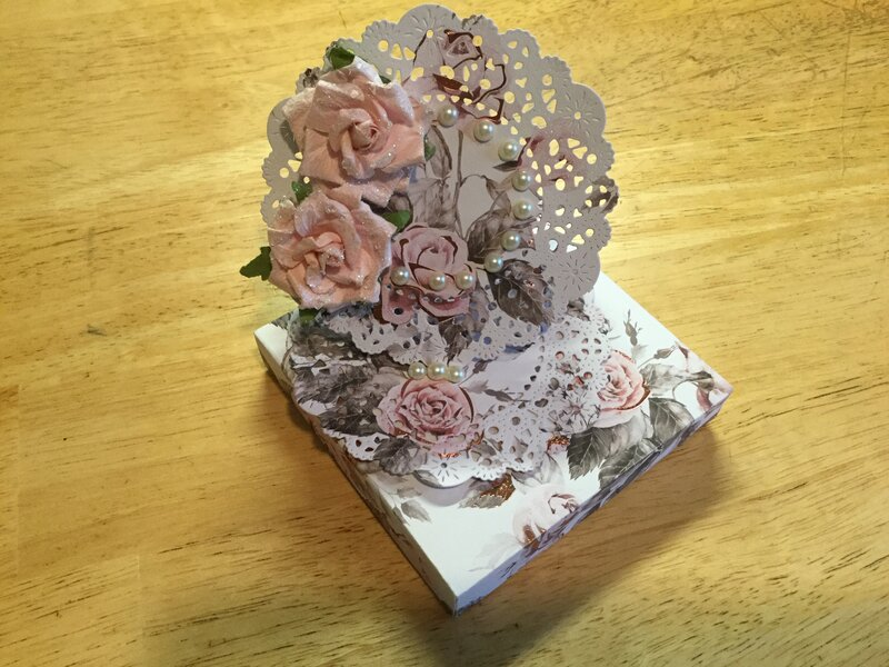 Roses and Pearls Easel  in Box
