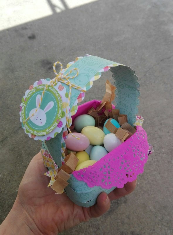 """HOPPI EASTER BASKET"""