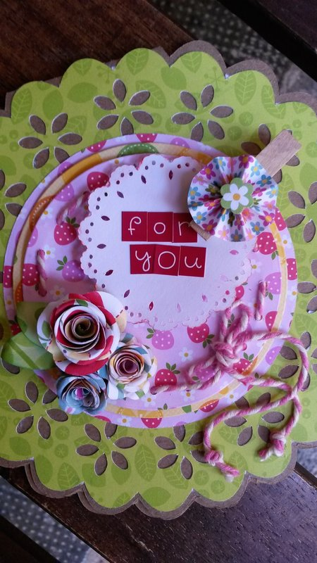 DOILY SHAPED CARD