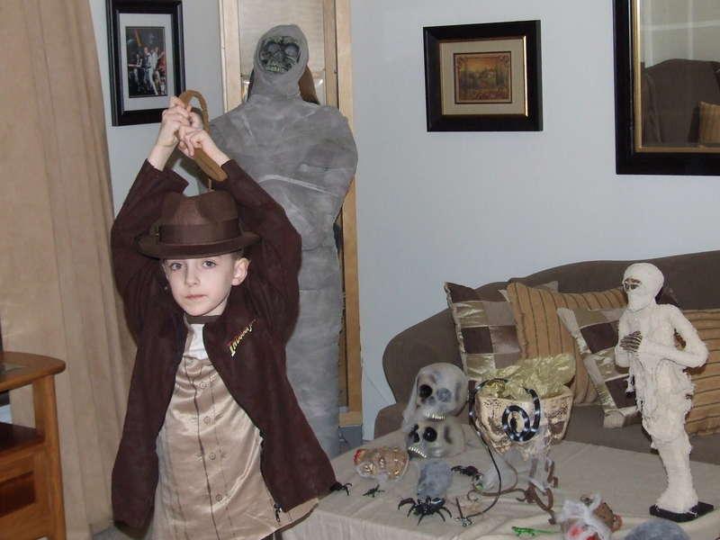 Indiana Jones in the tomb