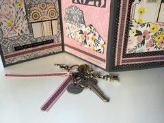 House-warming card with key charm