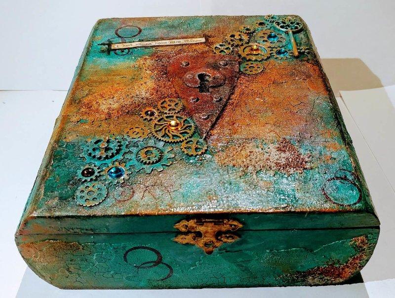 Rusty ArtBox-'i just wanna make nice things'
