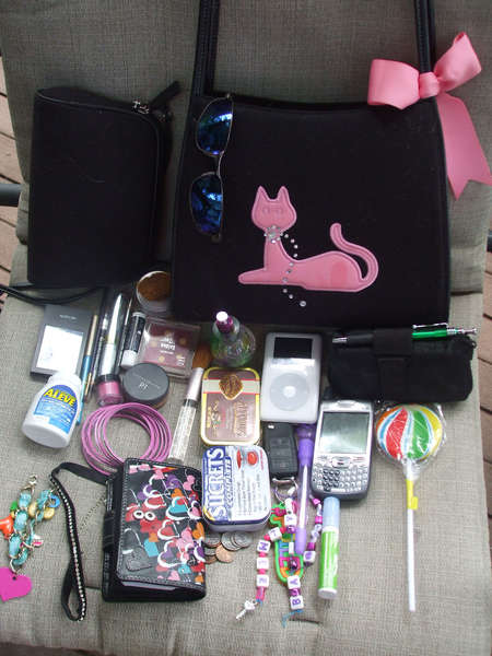 Photo-A-Day *Aug 7th* What's in your purse?!
