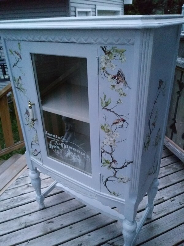 ANTIQUES RADIO CABINET ---MAKE OVER
