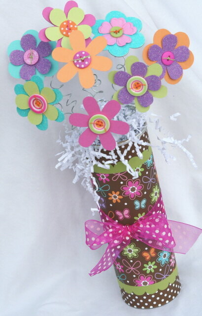 Altered Pringles can--Flower bouquet