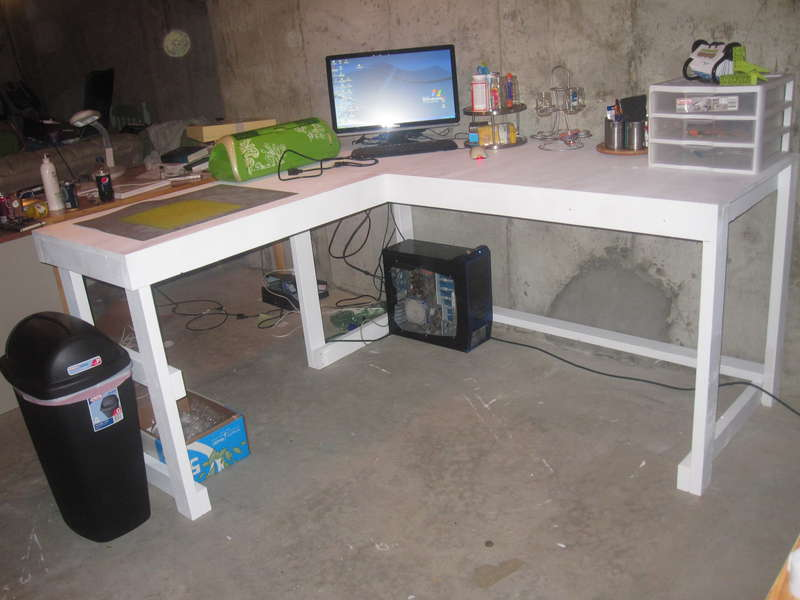 Desk w/stuff on it