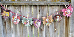 *We R* Folded Leaf Garland