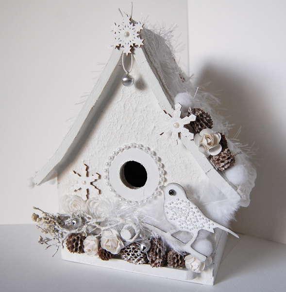 winter birdhouse