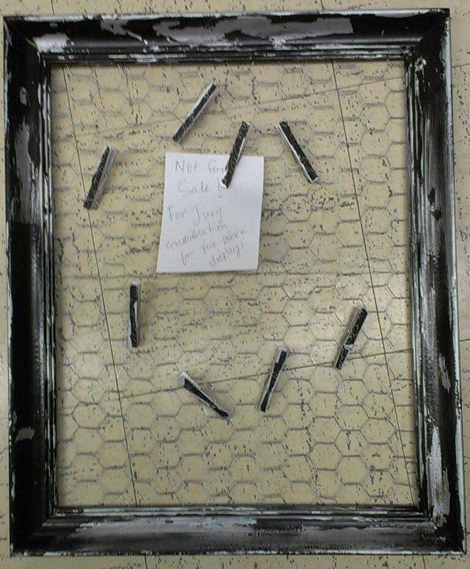 Distressed chicken wire memo board