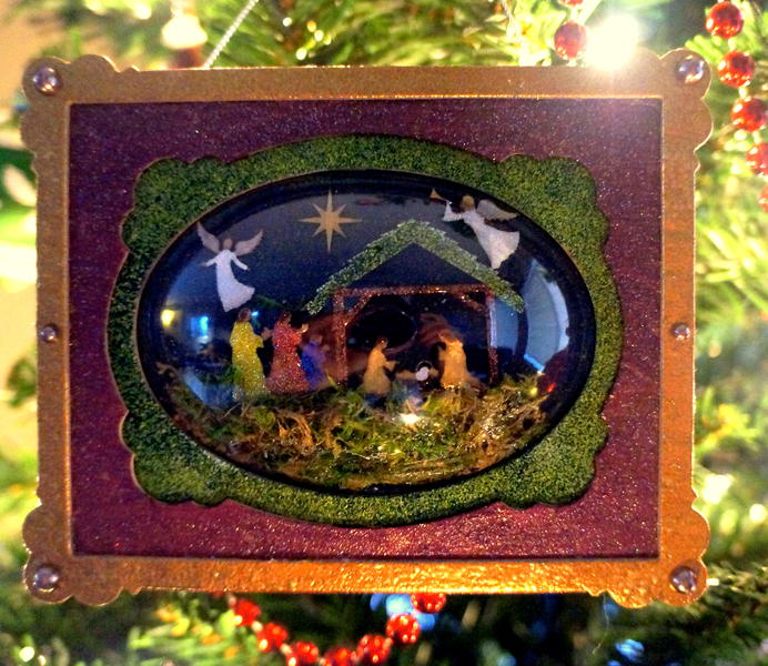 Nativity Ornament **GlobeCraft Memories & Piccolo**