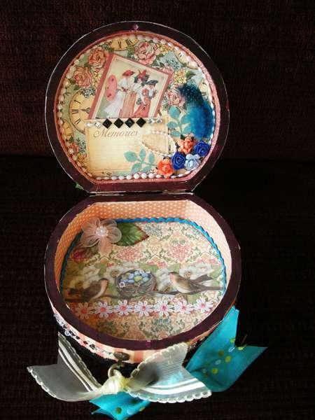 """""""Ladies Diary"""" Mini Suitcase - Inside!"""