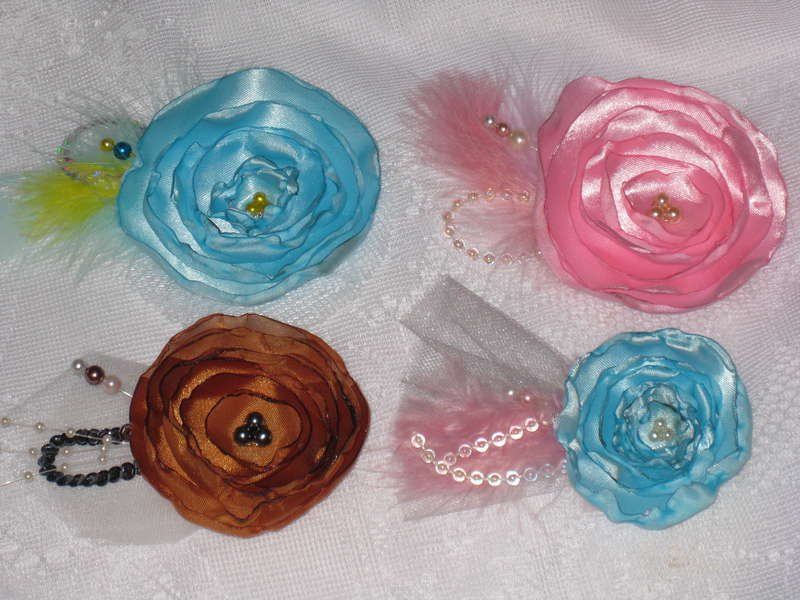 Some of the lollipop flowers & pearl stick pins I have been making. TFL!!