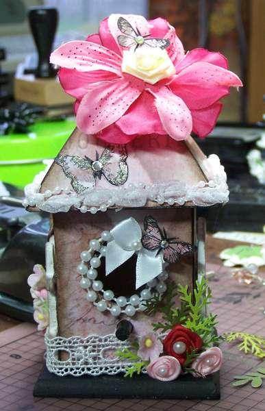 Birdhouse alter before ...