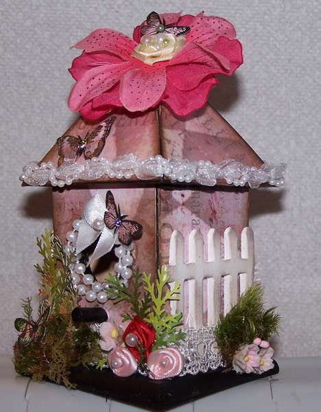 Here is the finished bird house...