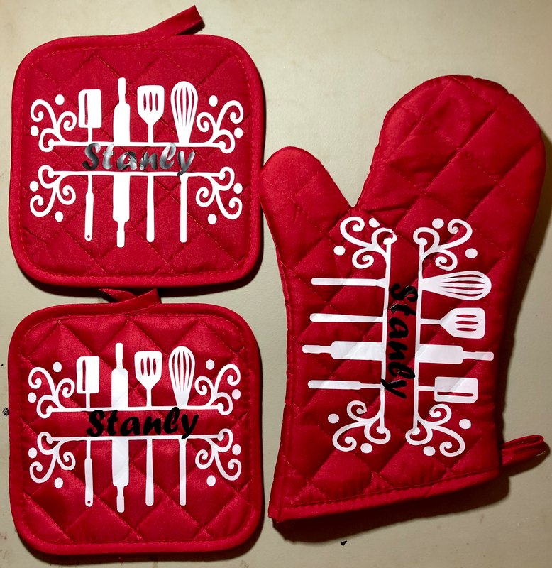 Oven mitt and pot holders