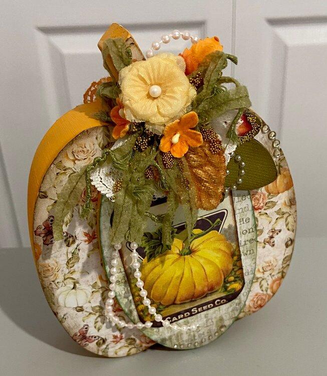 Wood Pumpkin I made to give to Geraldine on ou SS Swap