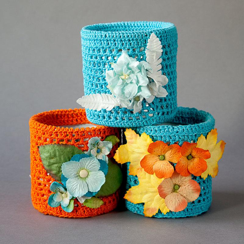 Turquoise-orange set tins