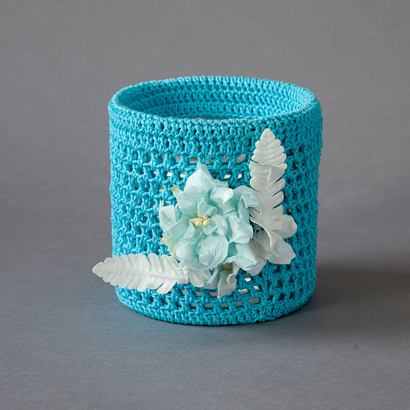 Turquoise tin with blue flower