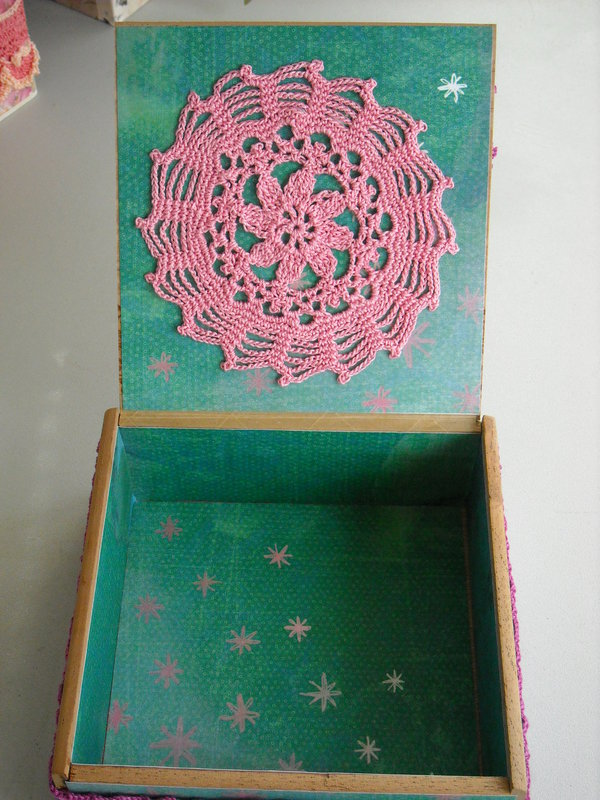 Lilac, Rose & Pink Altered Cigar Box (inside)