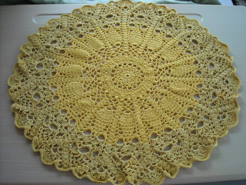 Two Tone Gold Pineapple Doily