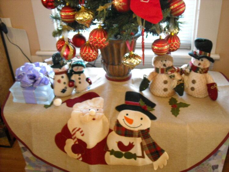 Santa & Frosty Tree Skirt