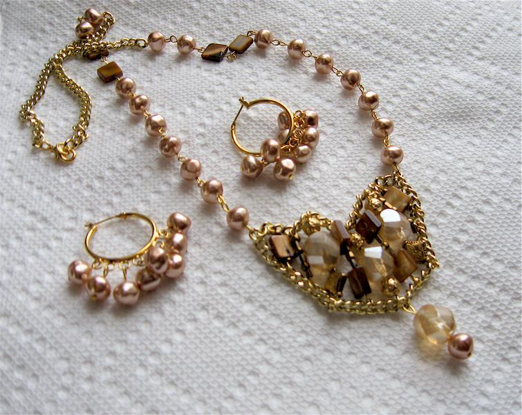 Antique pink/beige beads design.