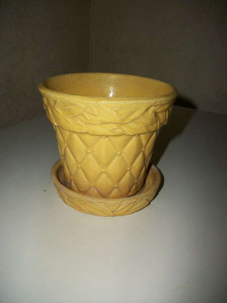 McCoy/Shawnee yellow flower pot