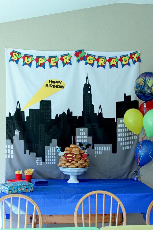 superhero birthday table