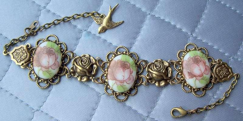 Antique Floral Cabochon Bracelet