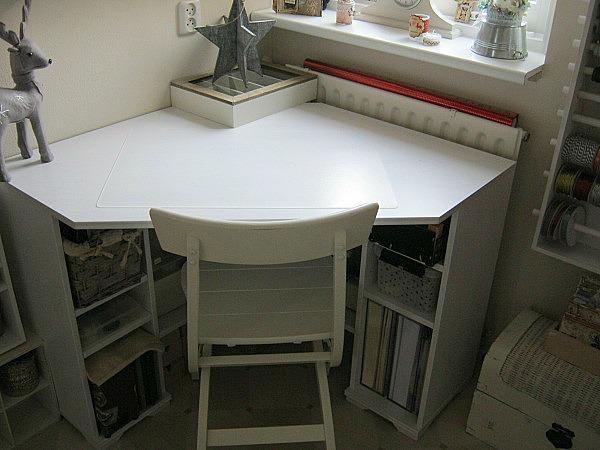*my scraproom* corner desk