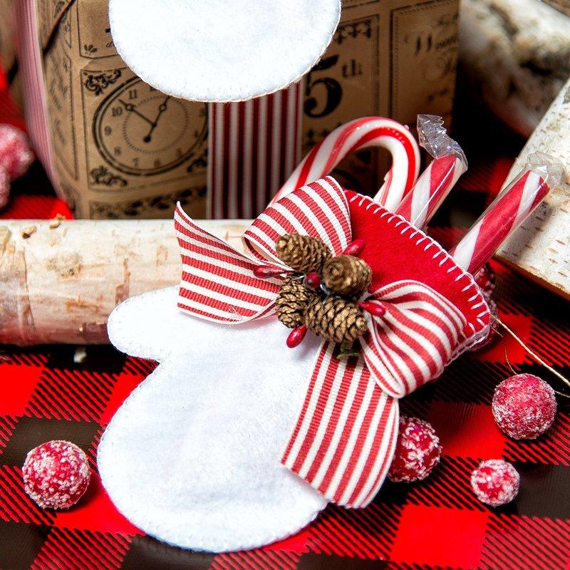 Christmas Mitten Tags by Yana Smakula for Spellbinders