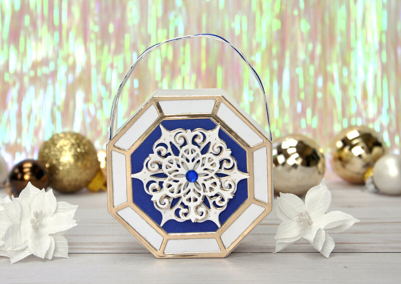 Snowflake Splendor basket with handle