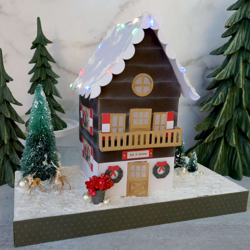 Little Holiday House: Ski Chalet with Lights