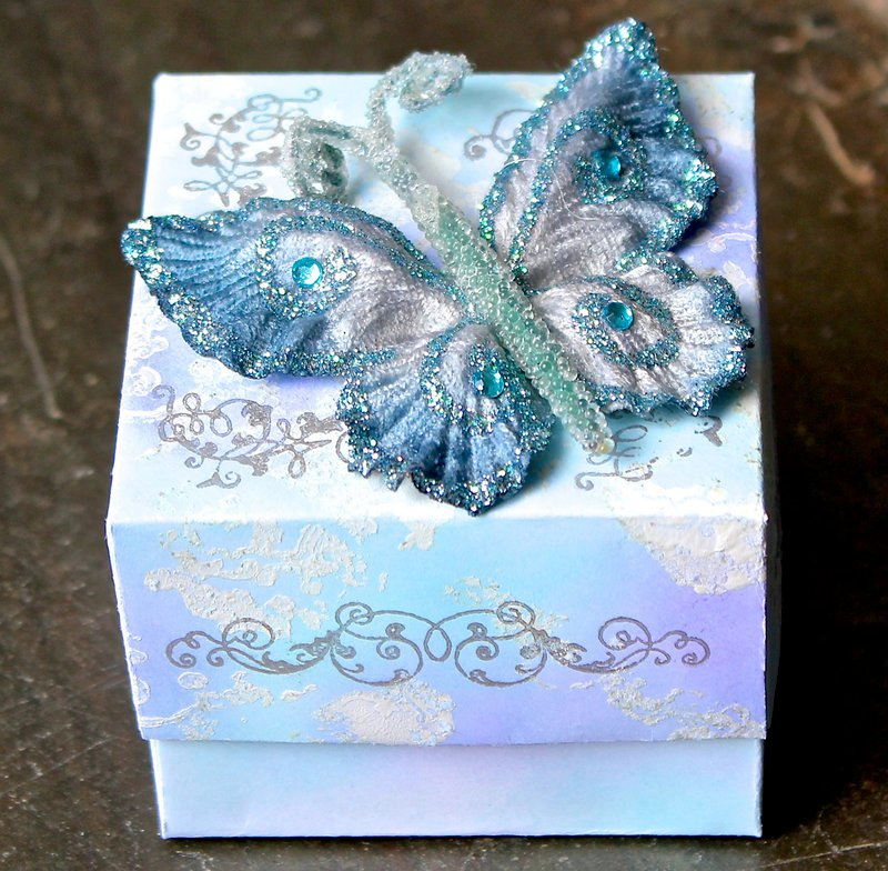 Gift Box (Something Tattered + ColorBox)