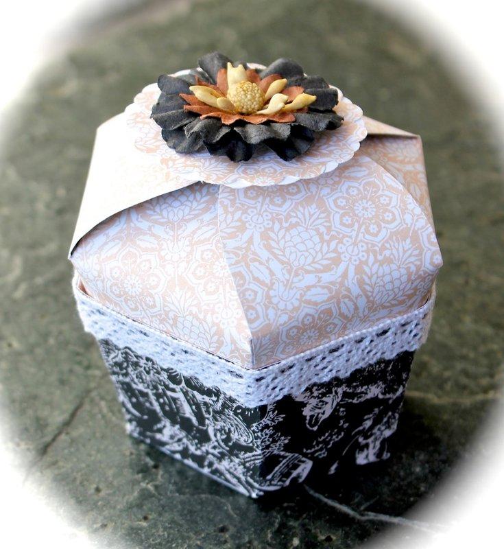 Cupcake shaped box *Swirlydoos Kit Club*