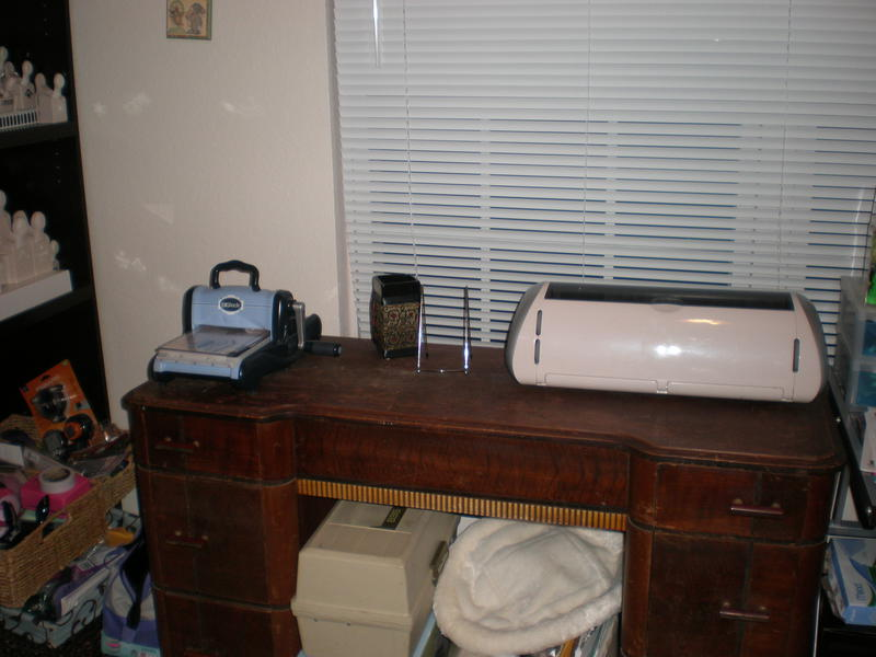 Cricut and sizzix station