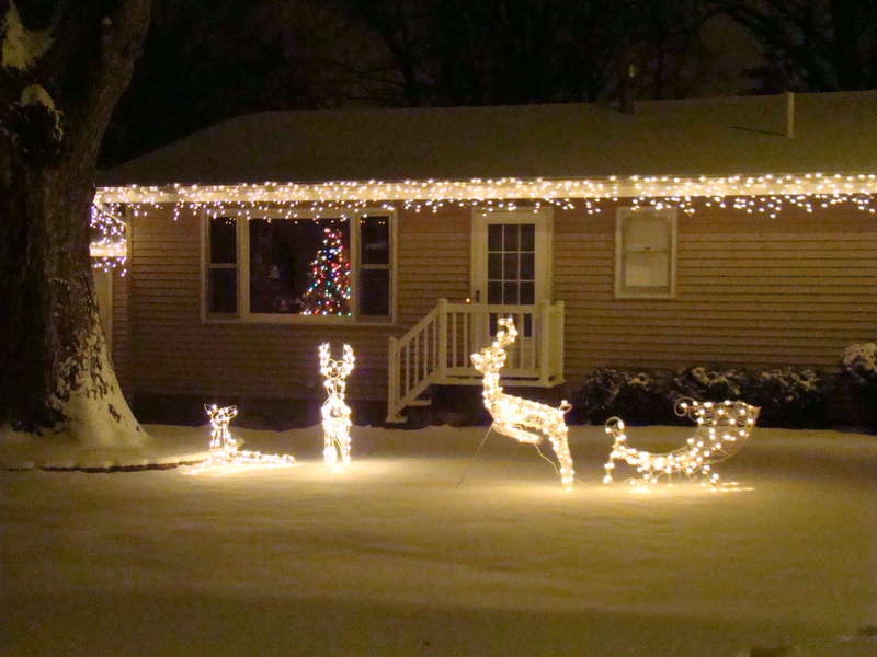 8. Outdoor Christmas Lights {9 pts}