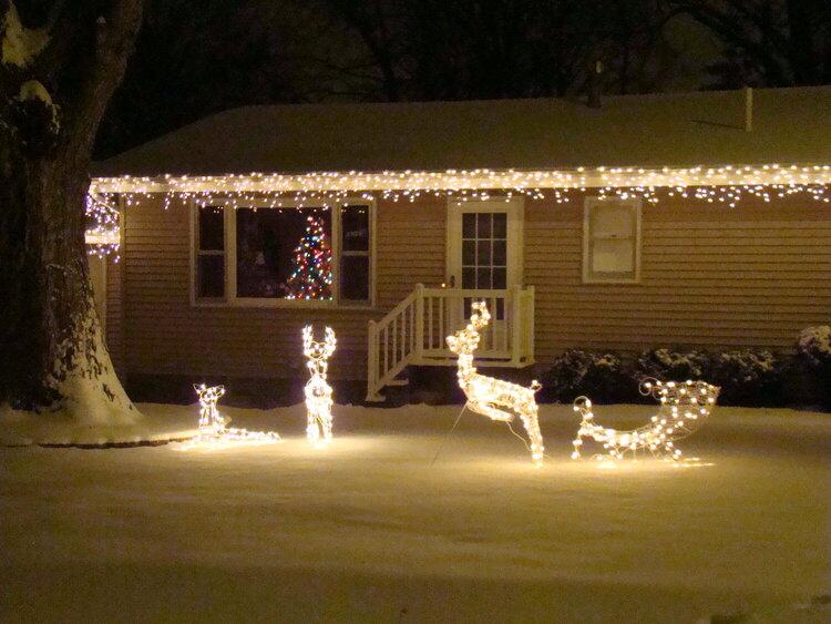 8. Outdoor Christmas Lights {9 pts}