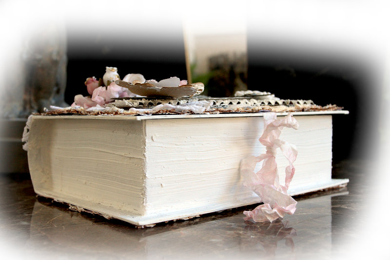 Frosty Vintage Altered Book Box **Tresors De Luxe**