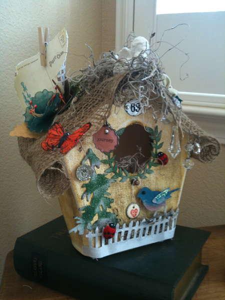Canvas birdhouse