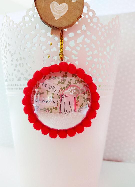 Christmas shaker ornament