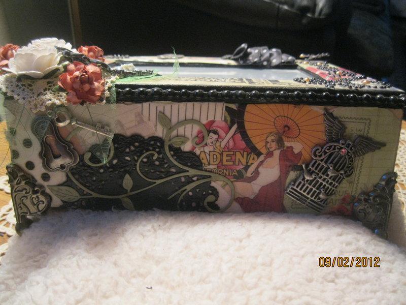 Ladies Contour Photo Jewel box, side view