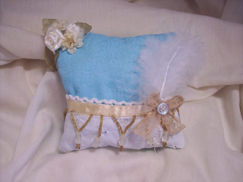 Vintage Chic**Handmade Decorative Pillow