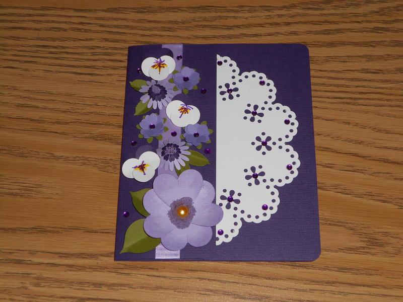 FLORAL DOILY CARD
