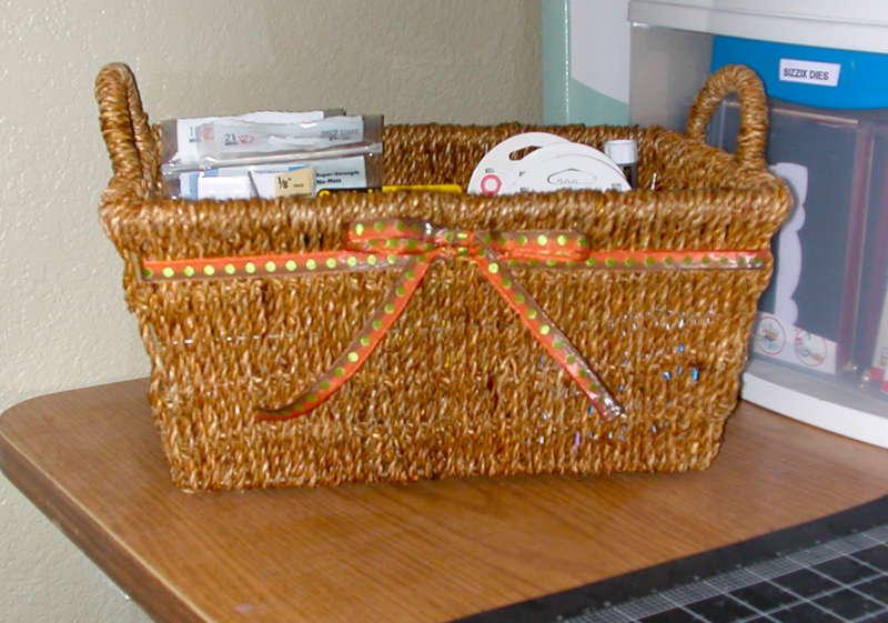 Adhesive basket (side)