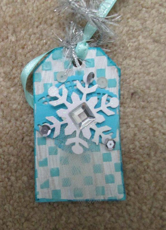 Prima snowflake tag (finnabair)