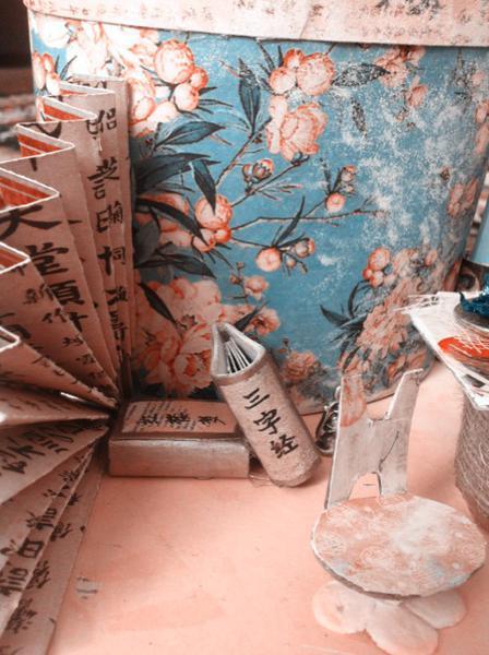 oriental theme pen holder closer view