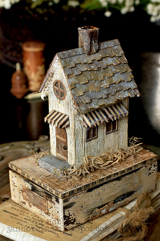 Tim Holtz Chippy Brownstone